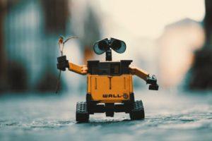 Робот walle с веткой